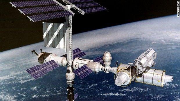 国際宇宙ステーション 地上から約354キロの高さで現在も建設が続く=NASA提供 ▼31Aug2013CNN 写真特集:世界の巨大建造物 http://www.cnn.co.jp/photo/35034762-9.html #ISS #International_Space_Station