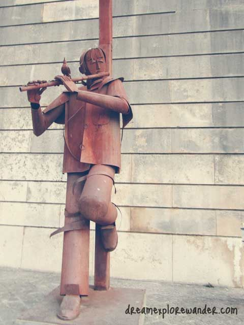 Flute player, Paris