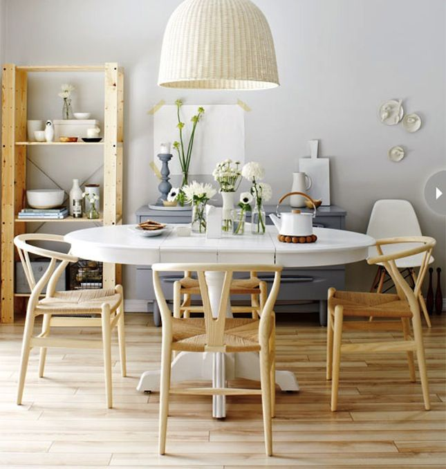 Play with complementary colors in your dining room.