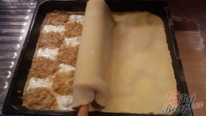 V originálním receptu se vrchní těsto tvarovalo do mřížky. Já jsem nějak neměla chuť tvarovat, tak mám vrchní plát vcelku, ale na chuti mu neubralo :) Autor: Mineralka