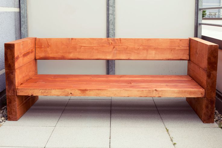 DIY Holzsofa Outdoor | Holzsofa, Balkonmöbel holz, Balkon bank