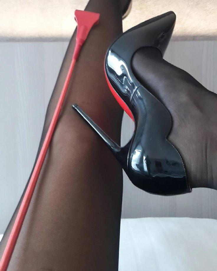 хочу видеть госпожа туфлей на член любят лизать