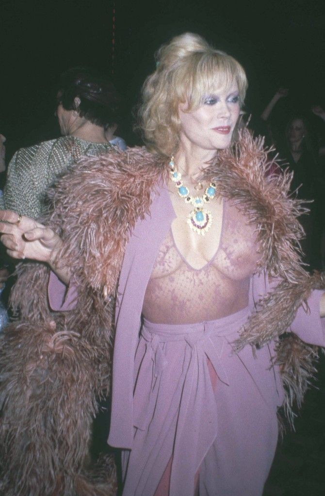 Studio 54 In The 1970s: Wonderful Photos Of Famous Faces Dancing At New York's Killer Nightclub - Flashbak
