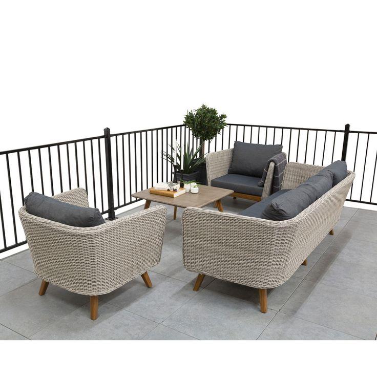 Trädgårdsmöbel Finnhamn En snygg och trevlig 3-sitssoffa i konstrotting! Tillverkningsmaterialet ger dig en underhållsfri soffa som klarar tuffa utomhusmi