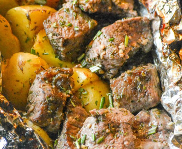 Dinner recipes in a packet of easy-to-grilled steak and butter potato leaves   – Love it