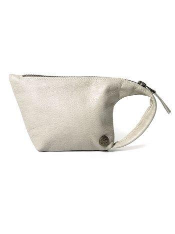 Tuutje pearl Designed by Tesj bags + accessories  Portemonnee die kan worden gedragen om de pols. Ook geschikt als Iphonehoesje Klein logo knoopje van Tesj in rechterhoek. 100 % rundleder kleur: lichtgrijs