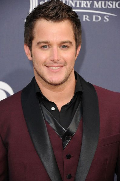 Another one of my new favorites, Easton Corbin, arriving at the ACMs!