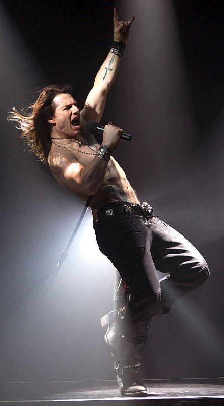 Tom Cruise ripping off Glenn Danzig doing a bad interpretation of Rock of Ages. Just go to your 11th plain Mr. Cruise.
