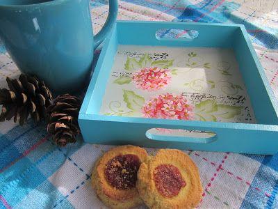 Bandeja para desayuno pintada y decorada con sellos