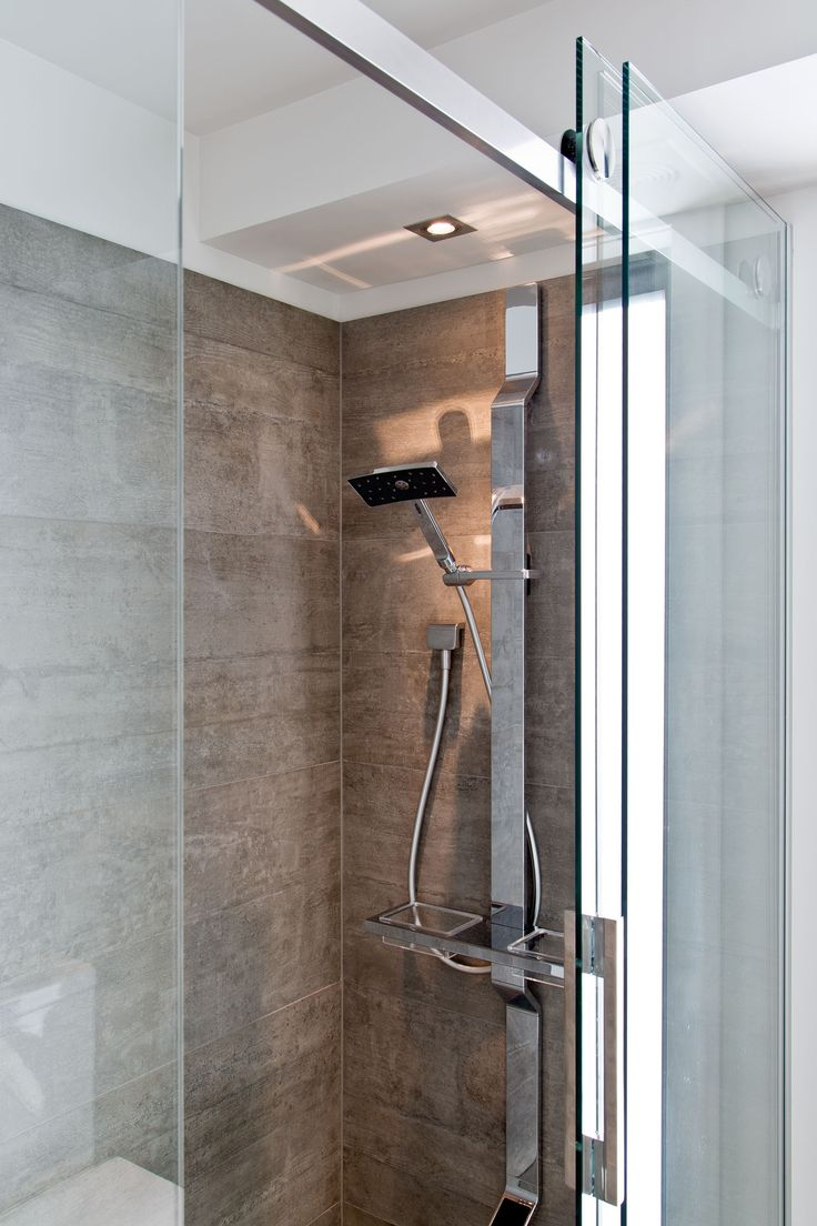 The shower from the main bathroom