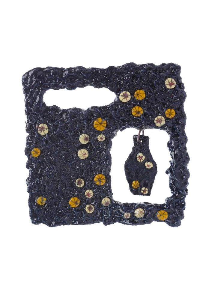 dialoghi Italy-Japan - . LIANA PATTIHIS -   Brooch (from Makie, a Japanese lacquer work)