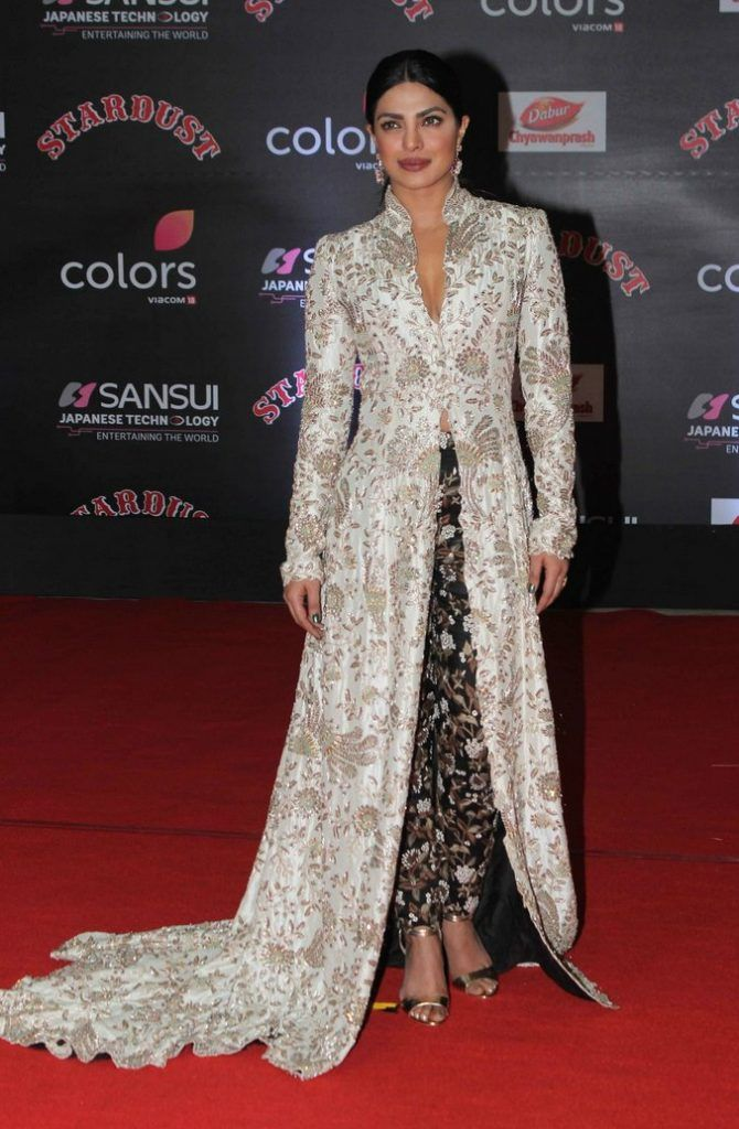 Priyanka Chopra In Anamika Khanna At The 2016 Stardust Awards