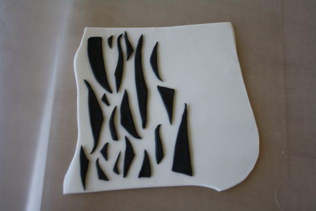 Zebra print to cover cake or cup cake http://i41.tinypic.com/sfij68.jpg