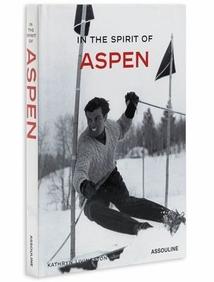 In the Spirit of Aspen fra Assouline. Inspirerende og festlig bok om celebritet-destinasjonen Aspen - et samlingssted for fiffen i tiår. Skrevet av Kathryn Livingston. - Nyeste utgave - Hardcover - 144 sider, 150 bilder Størrelse: Høyde 27,5 cm. Bredde  19,5 cm. Dybde 2 cm.