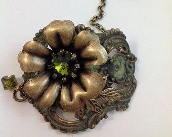 """Antika altın, zeytin yeşili patine, zeytin Swarovski kristalleri ve ıstakoz tarzı toka 7 """"Boho bağbozumu Çiçek bagaj etiketi Manşet"""