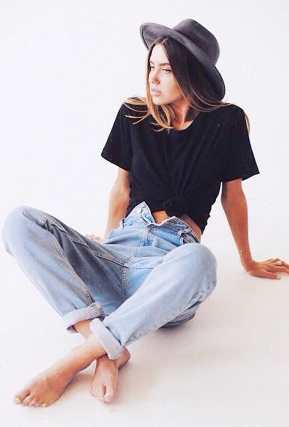 Knotted crop top, blue jeans, and a fedora