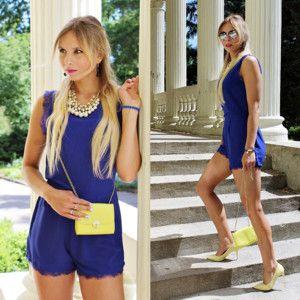 Kombinezon Kdfashion, kolor Niebieski. Biżuteria (no brand), kolor Kremowy. Czółenka klasyczne (no brand), kolor Żółty. http://sandicious.pl... - MODNAPOLKA.pl #romper #cobaltromper