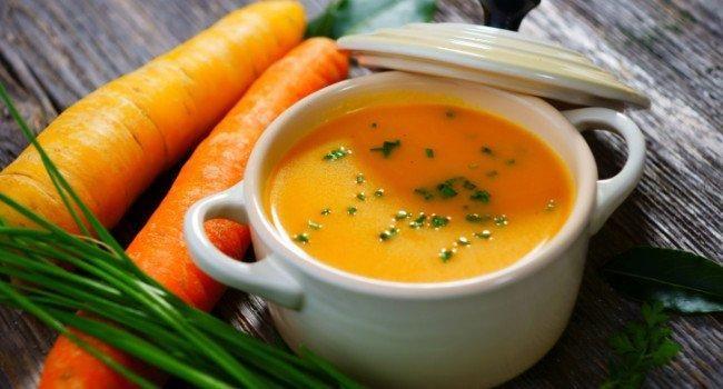 Sopa de cenoura e batata-doce | Quanto maior a variedade de alimentos, menor a chance da dieta cair na rotina, além de ajudar a acelerar o metabolismo e favorecer a perda de peso.