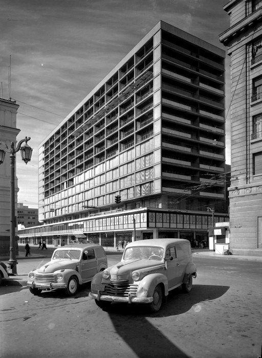 Clásicos de Arquitectura: Edificio Plaza de Armas / Sergio Larraín G.M., Emilio Duhart, Jaime Sanfuentes y Osvaldo Larraín