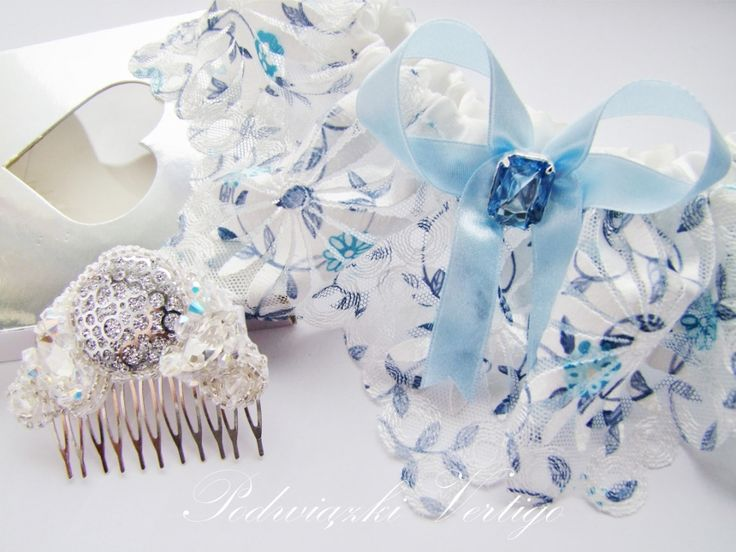 handmade wedding blue garter with lace, pearls, bow and swarovski crystals. Handmade hair comb with swarovski crystals and pearls source: www.vertigo.com.pl