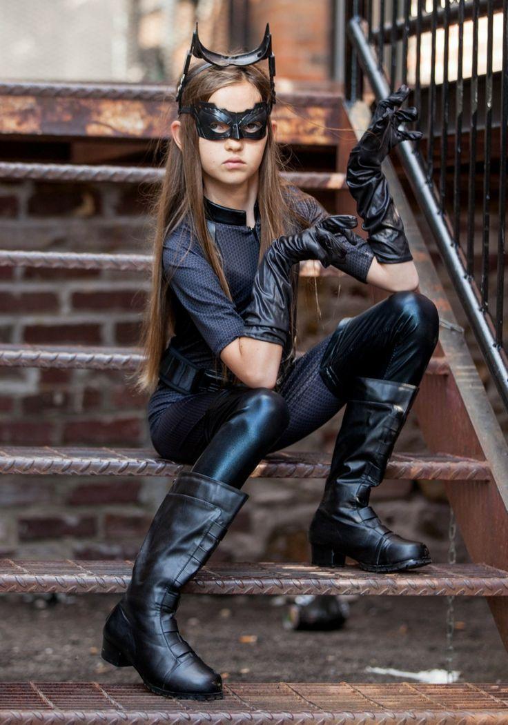 Catwoman Kostüm ist eine geeignete Idee für Kinder und Teenager zum Fasching oder Halloween