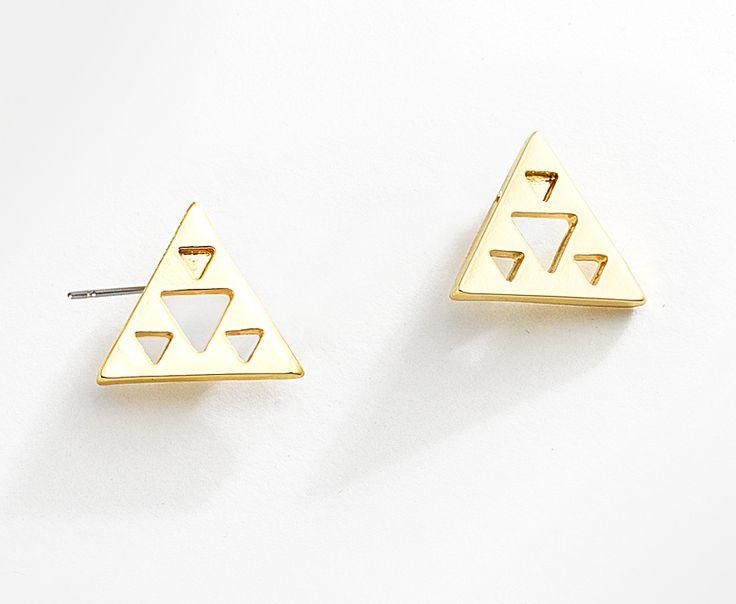 Aredes de la colección Anget. Con su forma geométrica, estos pendientes para mujer elaborados en 4 baños de oro de 18 kt y adornados con figuras triangulares, se convierten en el centro de todas las miradas. Modelo: 116131