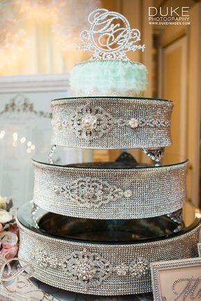 Esta foto muestra los tres tamaños de soporte de la torta de diamantes de imitación de plata apilados.  Plata del Rhinestone pastel Stand - varios tamaños tamaño: 14 x 14 x 4.5 = $345 (el diseño de nivel superior) tamaño: 18 x 18 x 4.5 = $399 (el diseño de nivel medio) tamaño: 22 x 22 x 4.5 = $665 (el diseño de nivel inferior) Si desea añadir la banda del rhinestone en el centro como nivel superior 14 a otro tamaño de stand de pastel, hay adicional $65,00  Levantar algunas cejas con este…