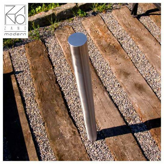 The exclusive character of satin stainless steel makes this bollard looks elegant and modern.