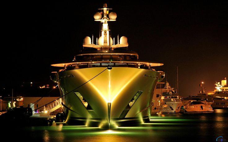 Обои для рабочего стола Яхта Eclipse ночью