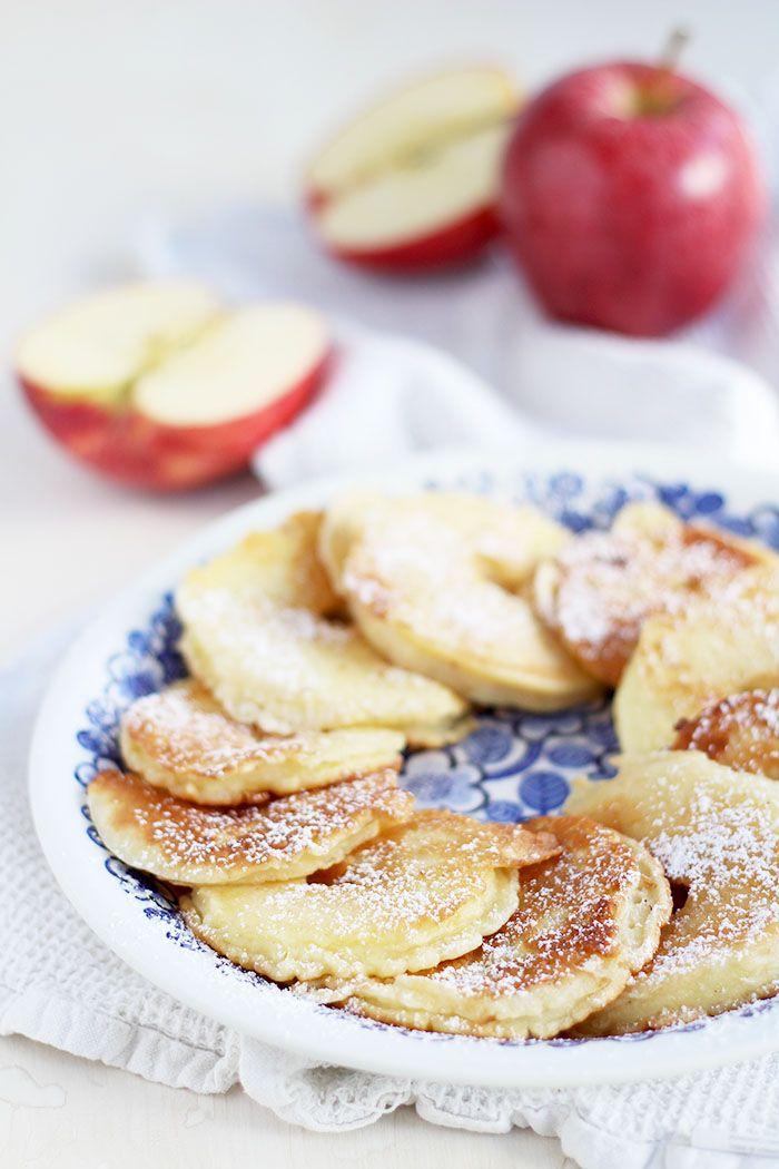 Das beste Rezept für leckere Apfelkrapferl mit Staubzucker, eine schnell zubereitet Süßspeise die besonders gut zum Herbst passt.