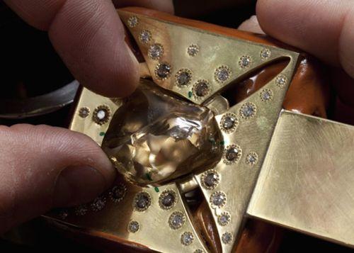 Honoring Queen Elizabeth's Diamond Jubilee, De Beers Unveils Talisman Crown Featuring 974 Diamonds |