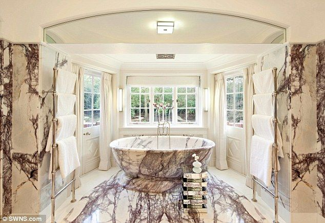 Justin Bieber : La salle de bain, est faite à partir de 12 types de marbre italien