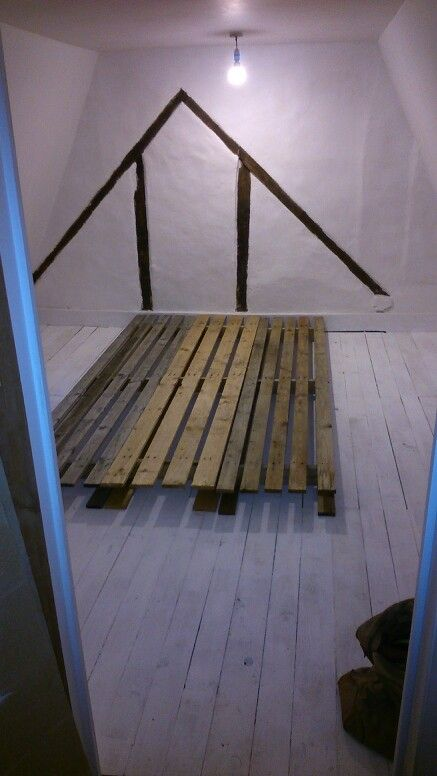 Begining of the pallet bed.
