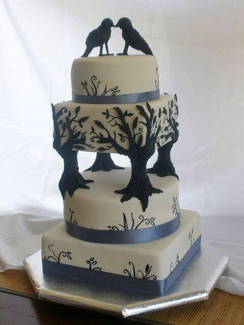'Never more' The Raven gothic wedding cake... Just beautiful