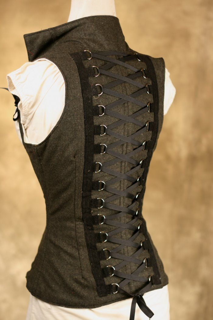 Oh now this DitD corset is neat.  Why can't she still be making them in this style.  It's not a true back lacing corset but the back lacing detail is cool.