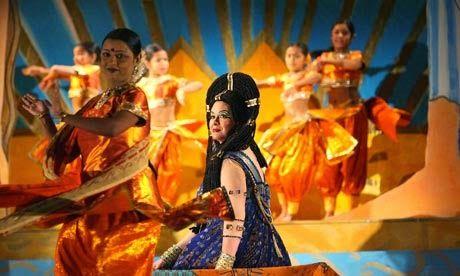 Resumo da Ópera: 31.5- Verdi, o maior 15- Aida, Otello - Aida, (escrava e rainha da Etiópia etíope, Na Etiópia era princesa, apaixonada por Radamés) soprano lírico-dramático Radamés, (general egípcio, apesar de ser prometido a Amnéris está apaixonado por Aida) tenor dramático Amnéris, (filha do faraó, rival de Aida pelo coração de Radamés) mezzo-soprano Amonasro, (rei da Etiópia, pai de Aida) barítono Faraó baixo Ramfis, (sumo sacerdote) baixo