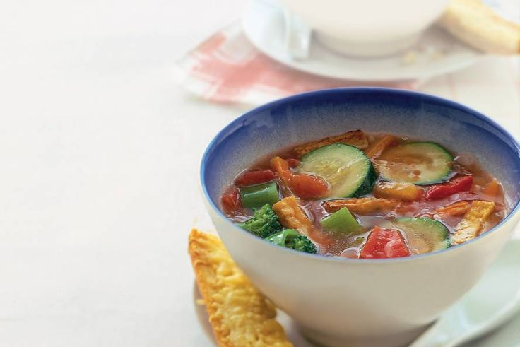 Kijk wat een lekker recept ik heb gevonden op Allerhande! Tomaten-groentesoep met tofu