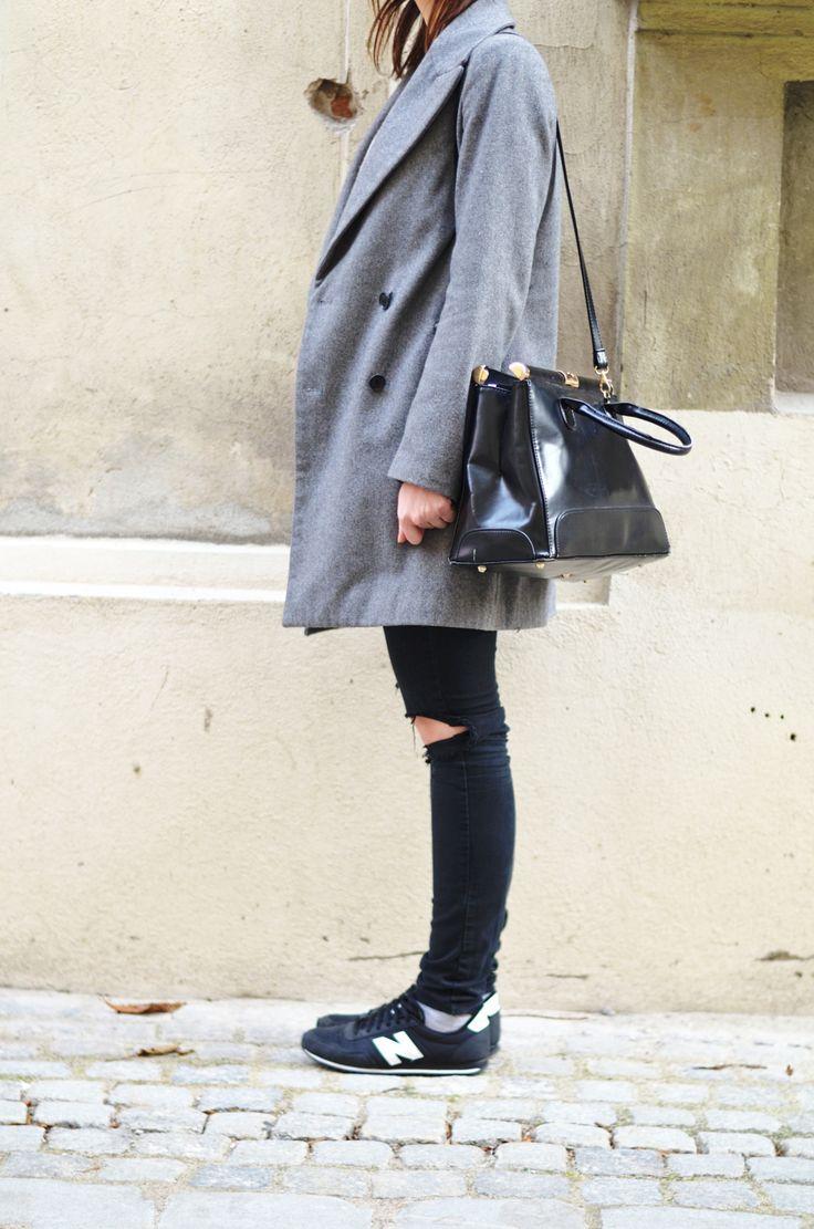 #streetstyle #asos #rippedjeans #fashion #zara #grey #coat #newbalance #ootd