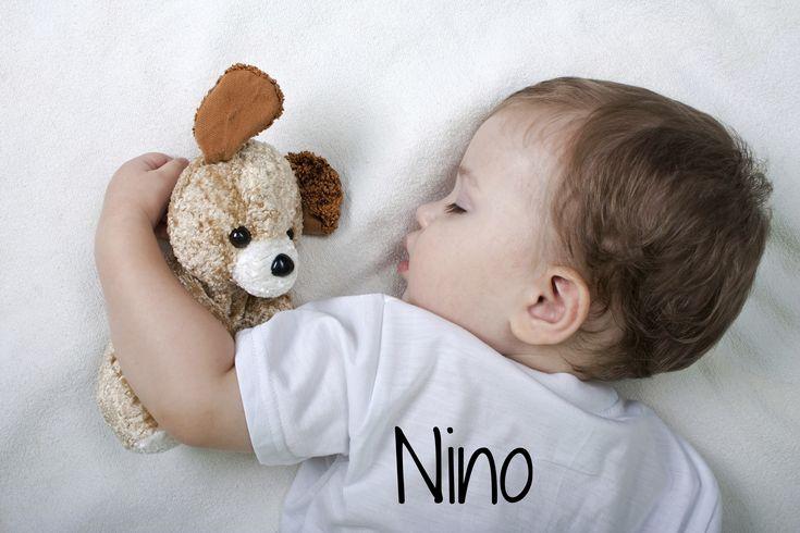 25 prénoms courts trop mignons pour mon petit garçon ! Nino, Enzo, Louis.... les significations de ces prénoms courts pour un bébé garçon.