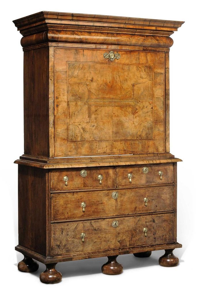 A QUEEN ANNE WALNUT AND FEATHER-BANDED ESCRITOIRE - EARLY 18TH CENTURY