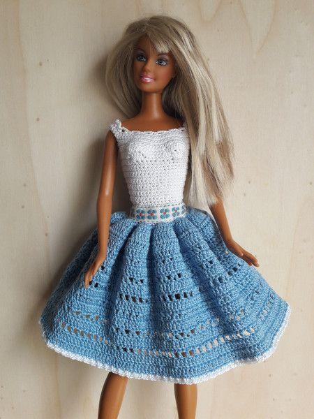 Puppenkleidung - Barbie Kleid (gehäkelt), weiß/hellblau - ein Designerstück von Anna-Tim bei DaWanda
