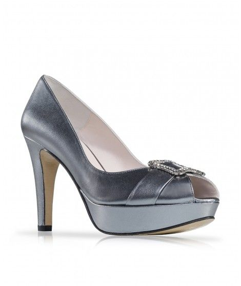 Zapato de fiesta en piel con broche de pedrería