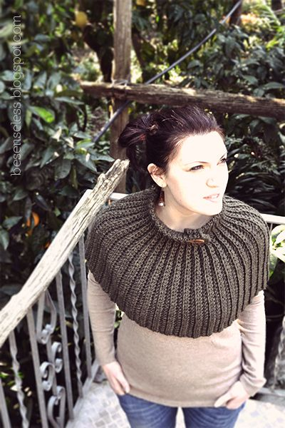 Mantella - Crochet Cape - free pattern in Italian and English!