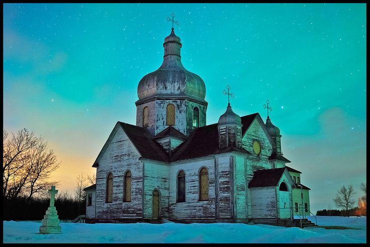 Spaca Moskalyk and Aurora | This is the Spaca Moskalyk Church near Mundare, Alberta. Abandoned Church