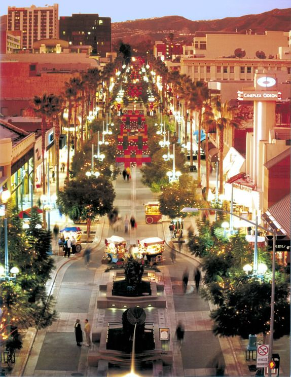 3rd Street Promenade, Santa Monica - this looks like a beautiful spot #travel http://travelbuglimited.ie/
