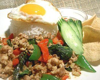 ご飯/タイのレシピ 【レシピ】タイ料理:鶏肉のバジル炒めご飯
