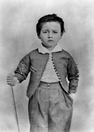 http://www.larousse.fr/encyclopedie/data/images/1311347-%C3%89mile_Zola_enfant.jpg Zola +- 1847
