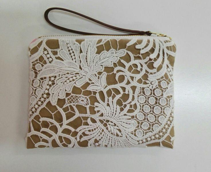 Bolso de mano. Encaje de algodón bordado. Creado por Mía & Mini. Forro color Roaa.