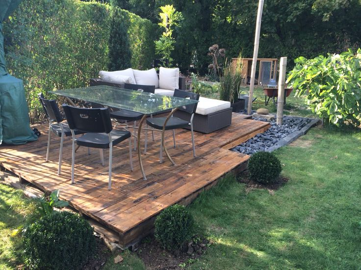 terrasse en quelques palettes garden make a reclaimed. Black Bedroom Furniture Sets. Home Design Ideas