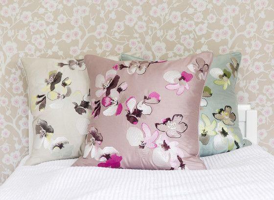 PENTIK - Omenankukka Embroidered Silk Cushioncover